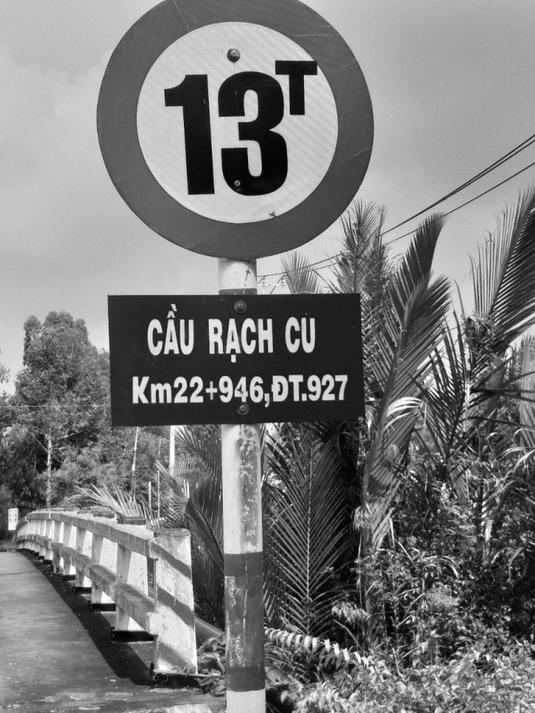 Không hiểu sao những tên đường, tên cầu này tồn tại 22