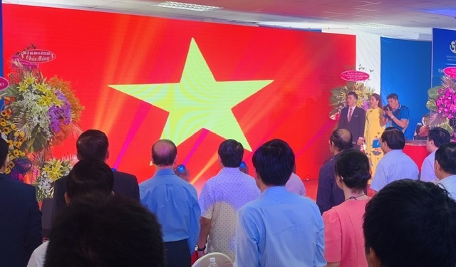 Chào cờ, hát Quốc ca ngay lễ Khánh thành nhà ở xã hội 1