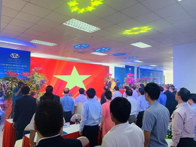 Chào cờ, hát Quốc ca ngay lễ Khánh thành nhà ở xã hội 2