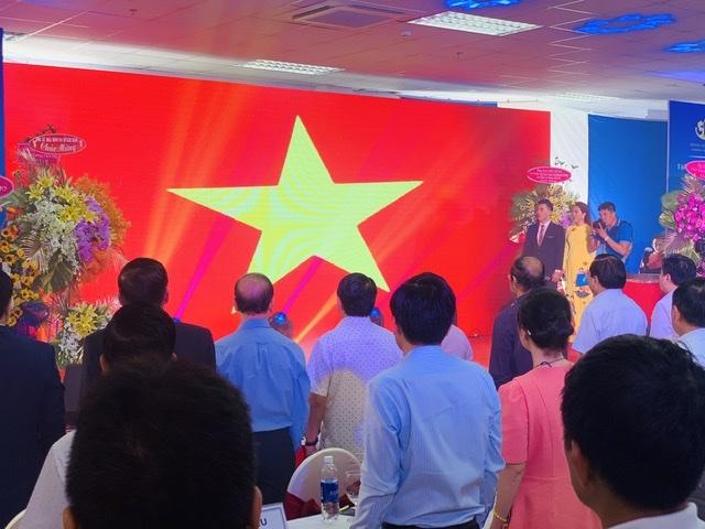 Chào cờ, hát Quốc ca ngay lễ Khánh thành nhà ở xã hội 3