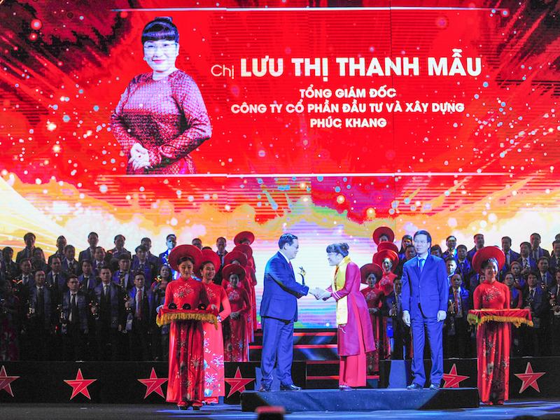 CEO Phuc Khang Corporation được vinh danh TOP 10 doanh nhân trẻ xuất sắc nhất giải thưởng Sao Đỏ 1