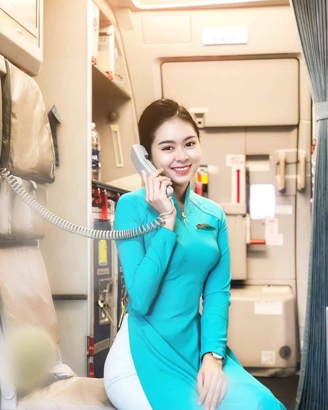 Mê mẩn tiếp viên hàng không đọ nhan sắc 1