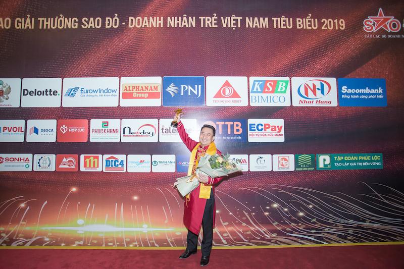 CEO PNJ Lê Trí Thông được vinh danh Top 10 Xuất sắc nhất giải thưởng Sao Đỏ năm 2019 3