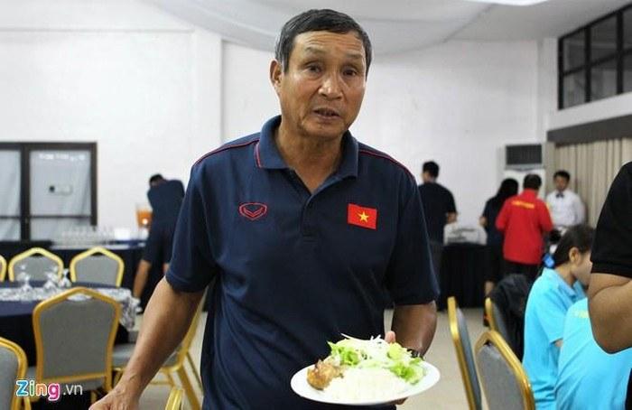 Người cha của các cầu thủ nữ Việt Nam 2