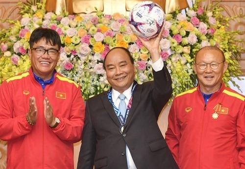 Thủ tướng Nguyễn Xuân Phúc gửi thư chúc mừng Ông Park nè! 1