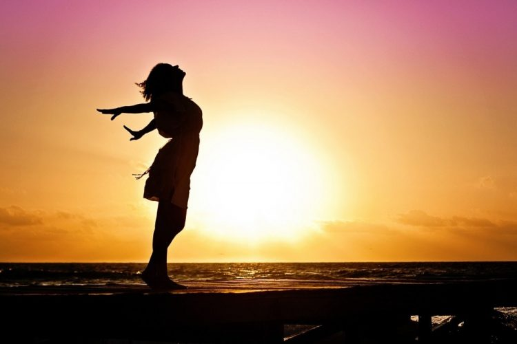 Đã làm phụ nữ nhất quyết phải mạnh mẽ khôn ngoan, đừng nên ngu muội 1