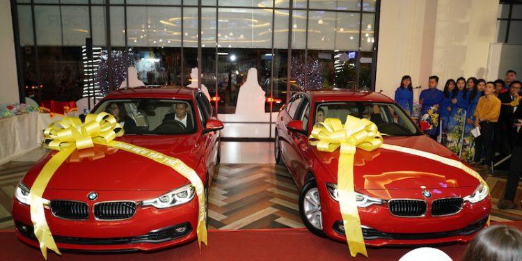 """Cận cảnh giải thưởng """"khủng"""" xe hơi BMW được đặt ngay lối vào tòa nhà"""