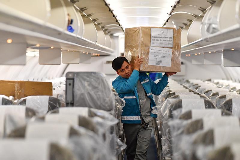 Cận cảnhchuyến bay đưa công dân Việt Nam từ Vũ Hán về nước 14
