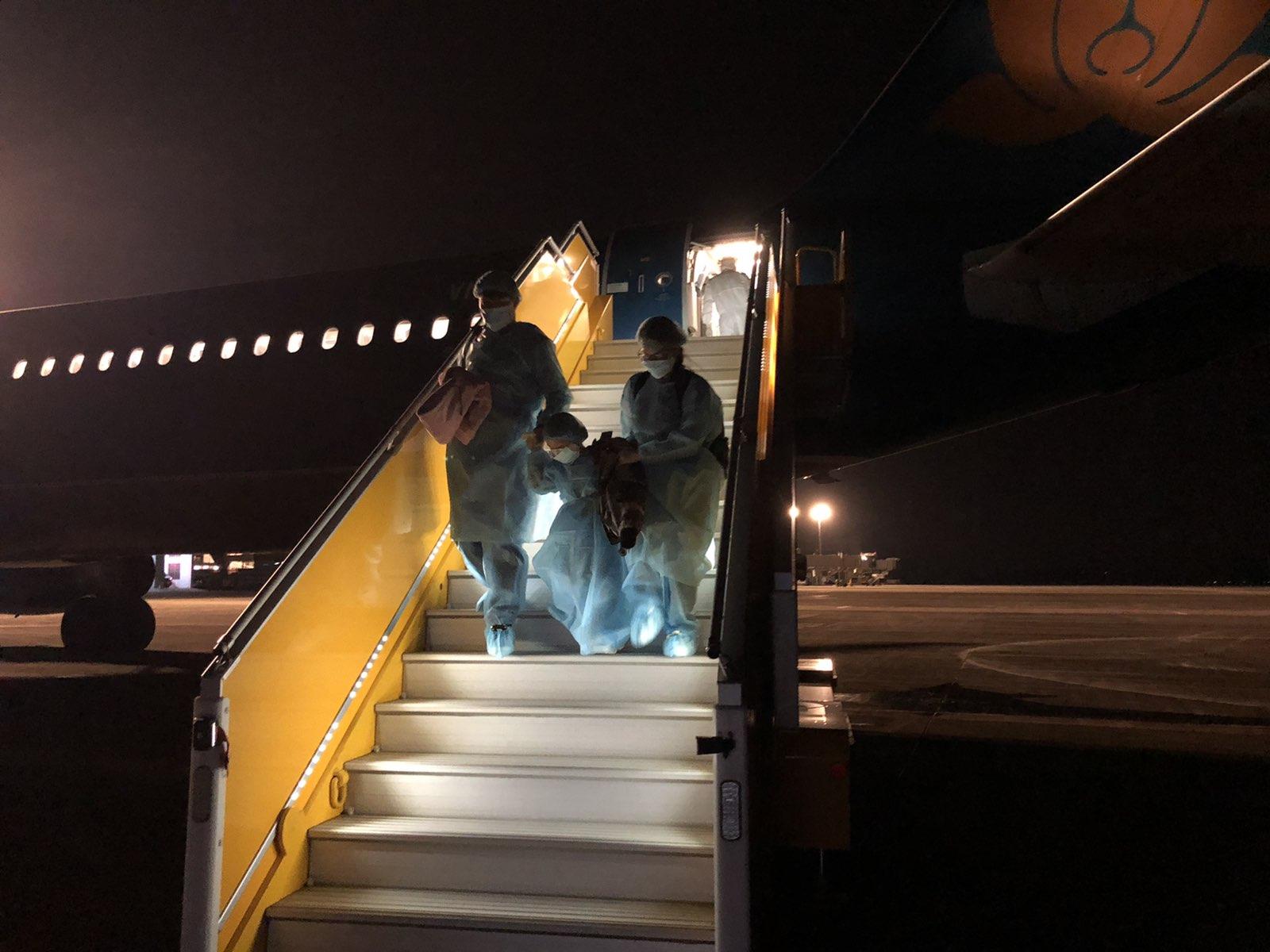 Cận cảnhchuyến bay đưa công dân Việt Nam từ Vũ Hán về nước 5