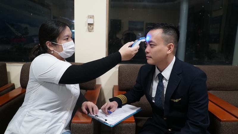 Cận cảnhchuyến bay đưa công dân Việt Nam từ Vũ Hán về nước 9
