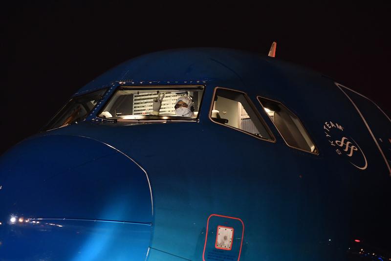 Cận cảnhchuyến bay đưa công dân Việt Nam từ Vũ Hán về nước 11