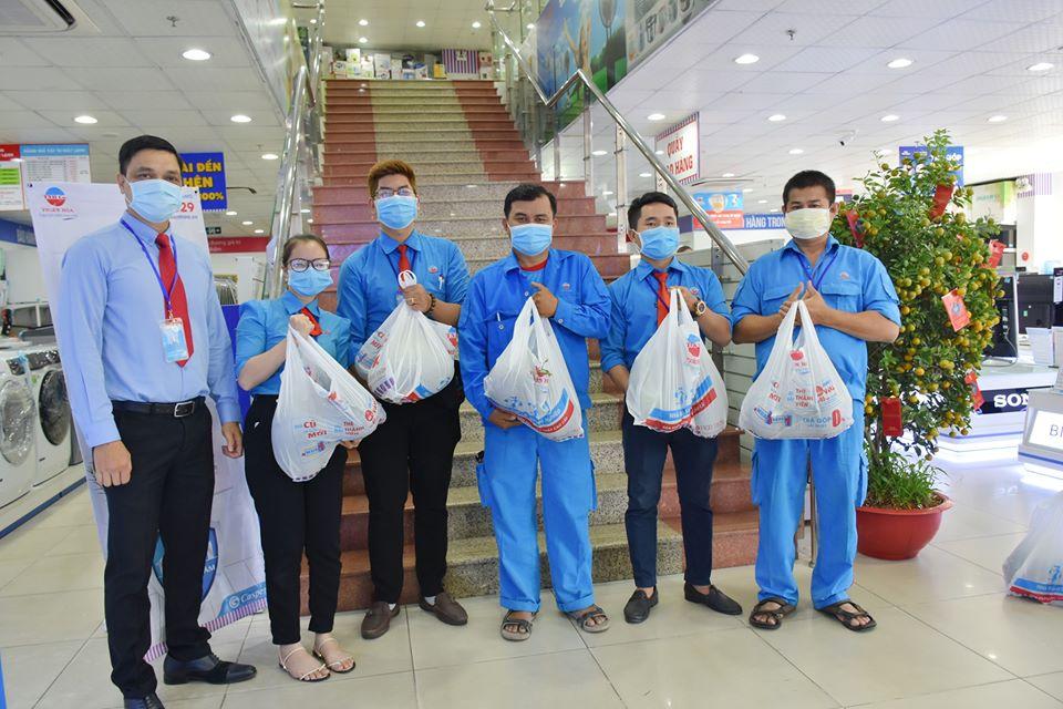 Thiên Hòa mua hàng tấn dưa hấu của nông dân tặng cho nhân viên và đối tác 38
