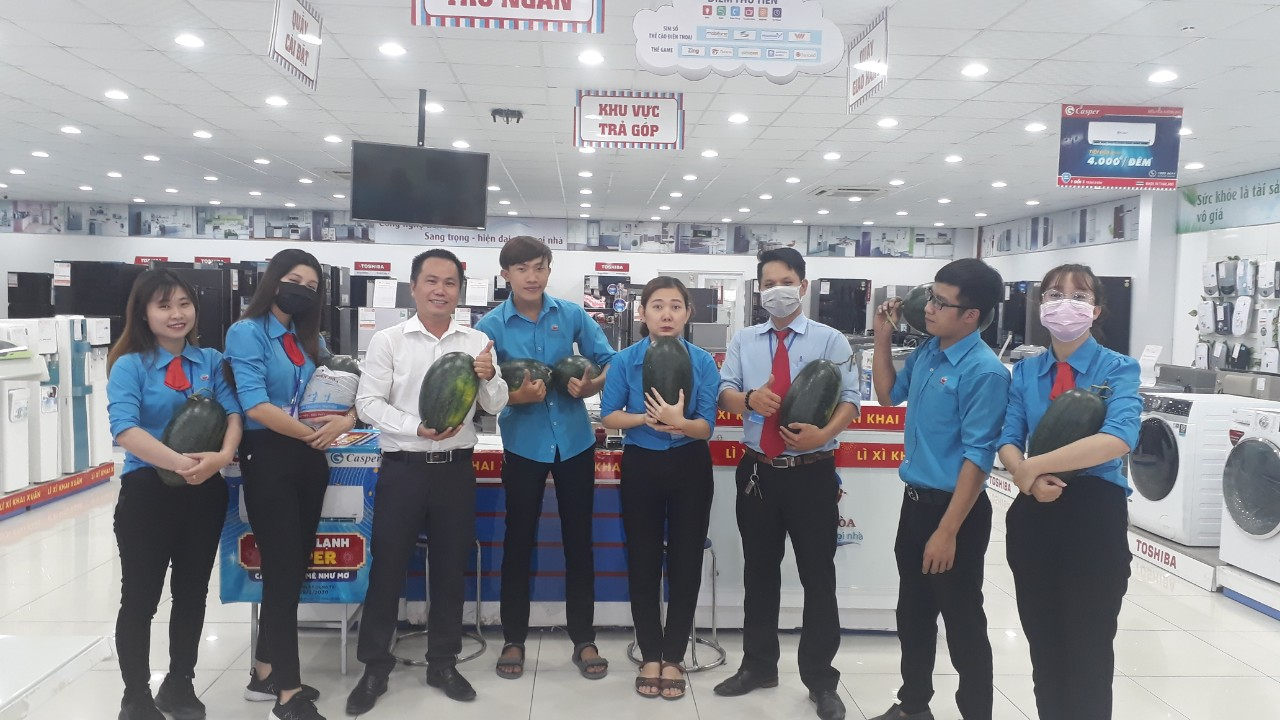 Thiên Hòa mua hàng tấn dưa hấu của nông dân tặng cho nhân viên và đối tác 40
