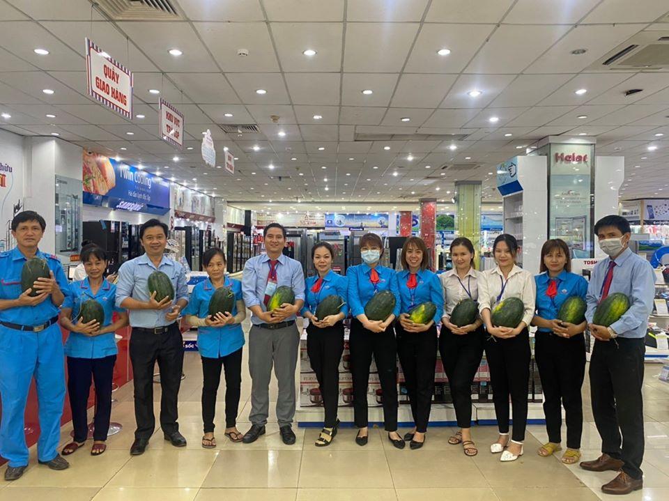 Thiên Hòa mua hàng tấn dưa hấu của nông dân tặng cho nhân viên và đối tác 42