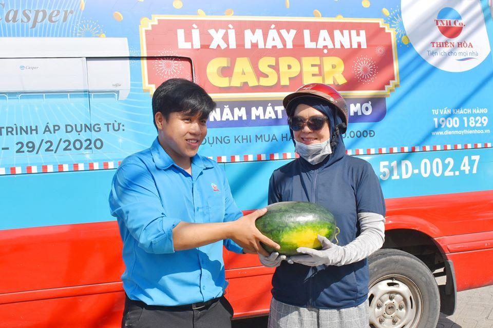 Thiên Hòa mua hàng tấn dưa hấu của nông dân tặng cho nhân viên và đối tác 43