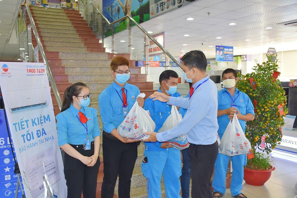 Thiên Hòa mua hàng tấn dưa hấu của nông dân tặng cho nhân viên và đối tác 37