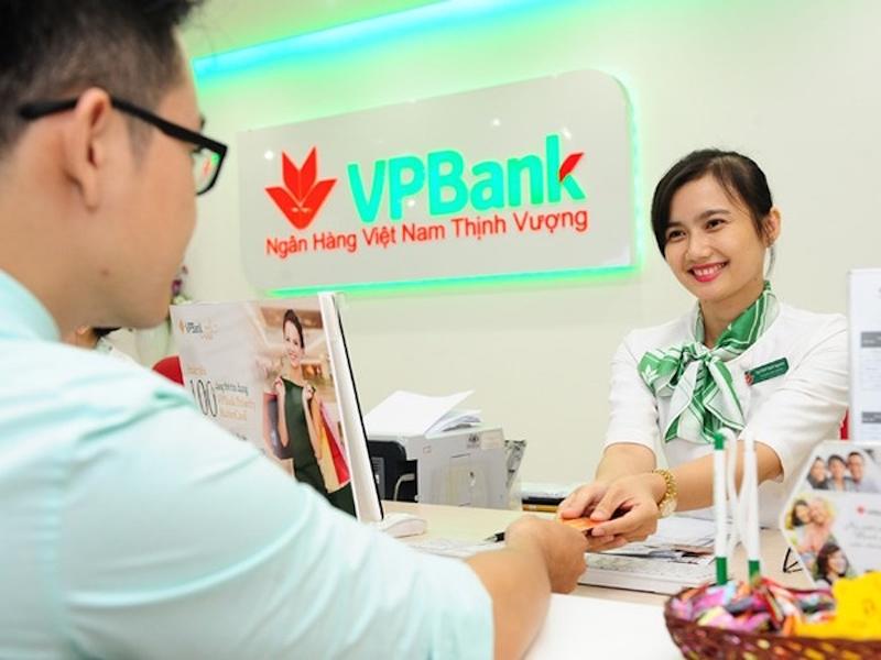 Đọ nhan sắc, phong cách thời trang công sở của nhân viên các ngân hàng 15