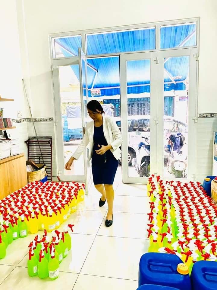 Ấn tượng với doanh nhân sản xuất hàng ngàn lít cồn tặng nhân viên, đồng hương, đối tác 10