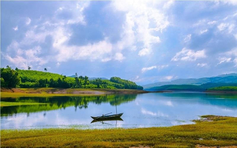 """Hồ Phú Ninh - """"Hạ Long thu nhỏ'' đẹp ngất ngây ở Quảng Nam"""