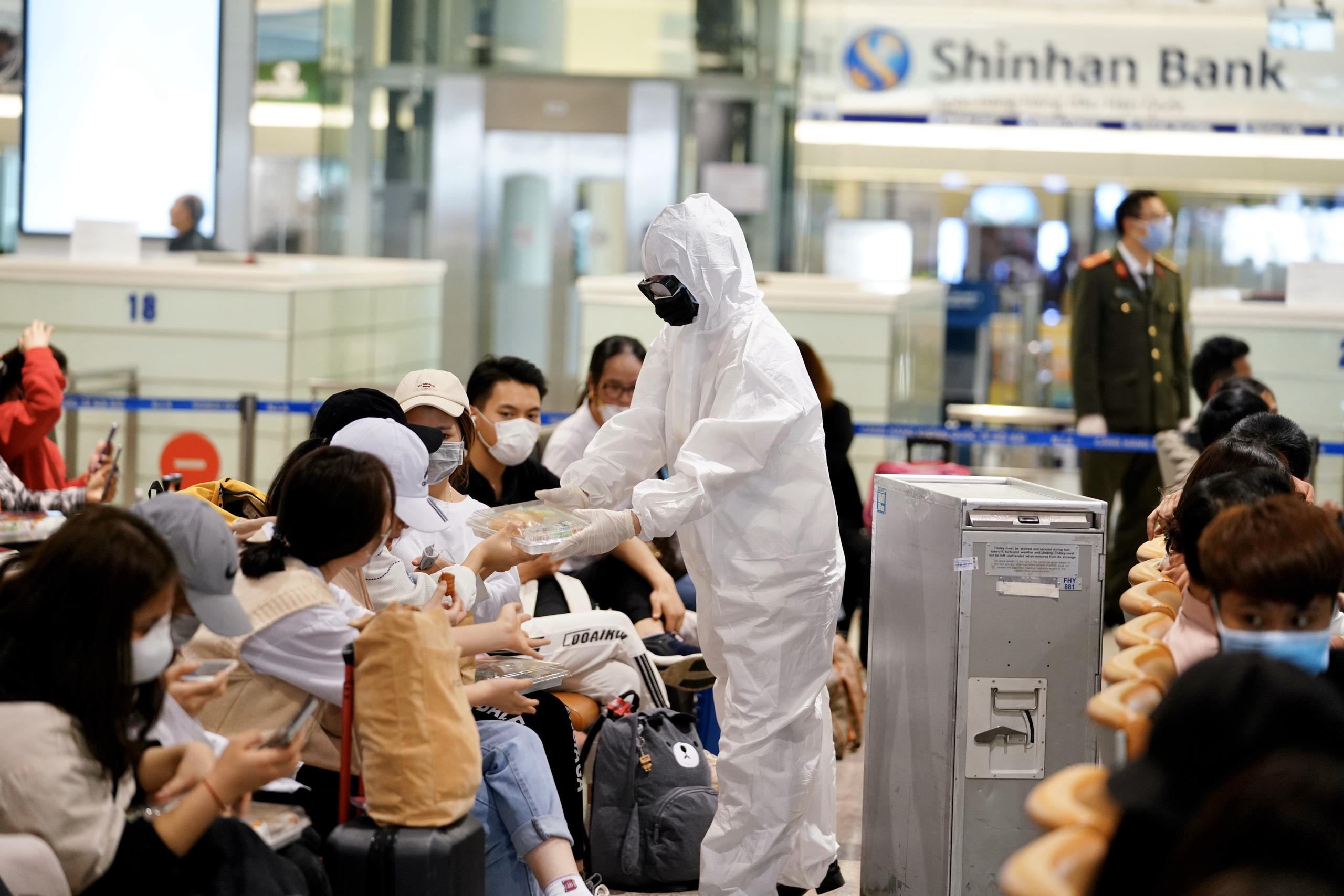 Tại sao phải đón nhau ở sân bay? 10