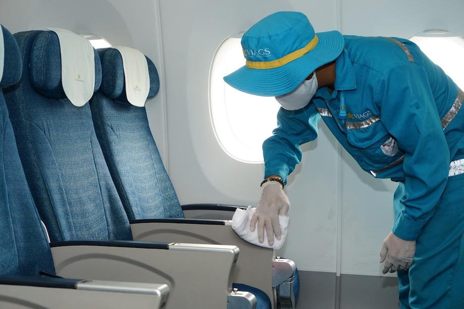 Cận cảnh quy trình vệ sinh khử trùng tàu bay nội địa của Vietnam Airlines 14