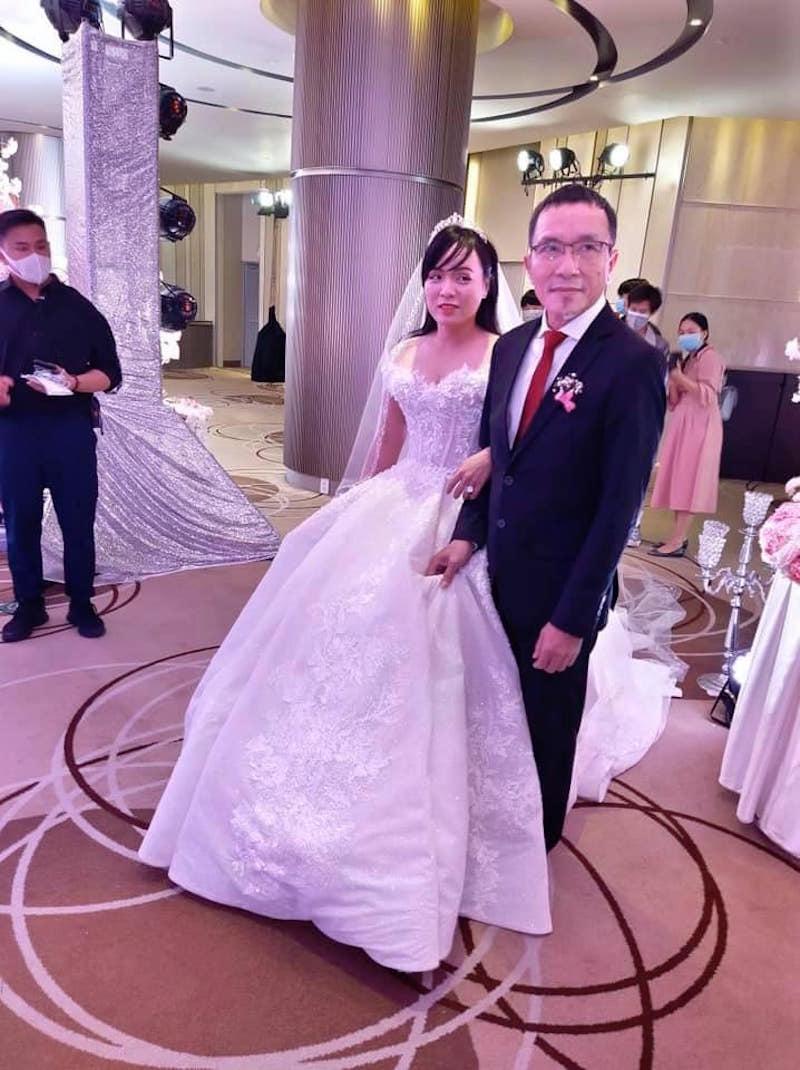 Con gái Duy Lợi tặng toàn bộ tiền mừng cưới cho học sinh dân tộc thiểu số 7