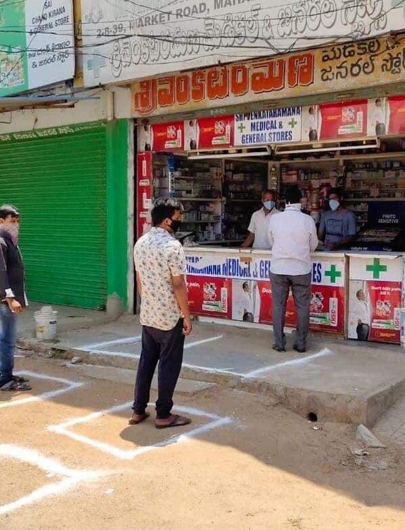 Hài hước với cách tránh dịch của người dân Thái Lan, Ấn Độ 25