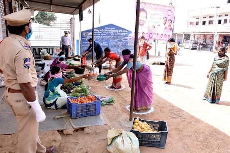 Hài hước với cách tránh dịch của người dân Thái Lan, Ấn Độ 15