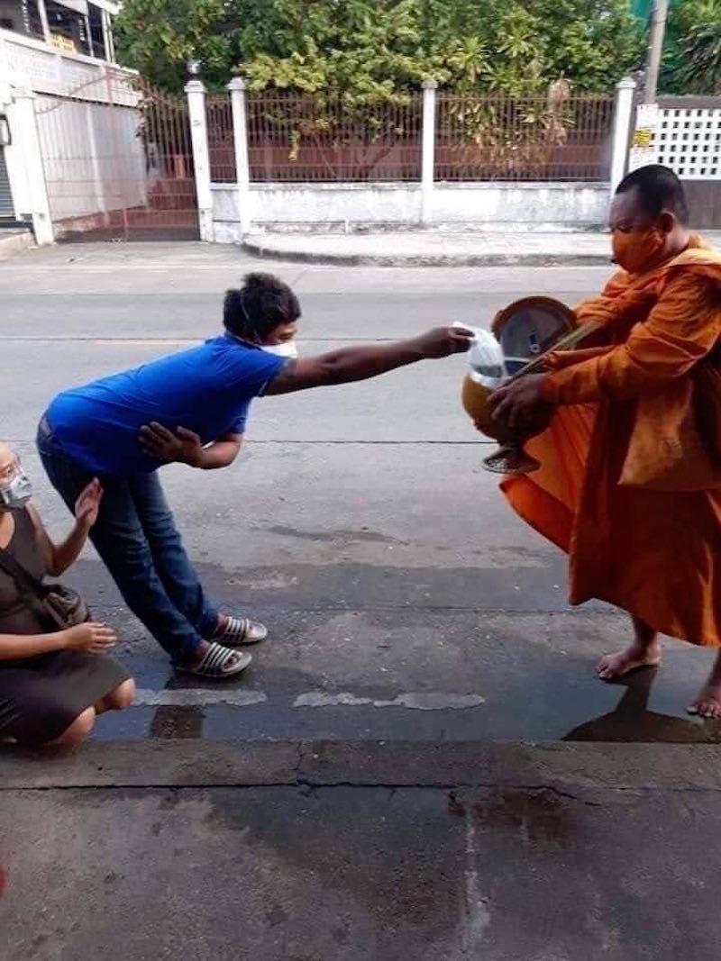 Hài hước với cách tránh dịch của người dân Thái Lan, Ấn Độ 14