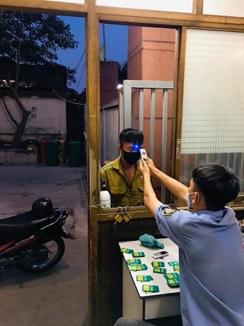 """""""Chơi xịn sò"""": Tặng Iphone XI cho nhân viên tuân thủ phòng chống dịch 13"""