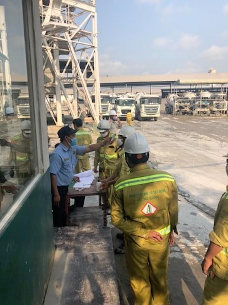 """""""Chơi xịn sò"""": Tặng Iphone XI cho nhân viên tuân thủ phòng chống dịch 14"""