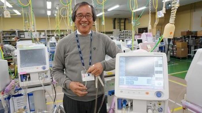 Doanh nhân Trần Ngọc Phúc (Việt kiều Nhật) là người phát minh ra máy hô hấp nhân tạo dành riêng cho trẻ sinh thiếu tháng. Ảnh: VTC News