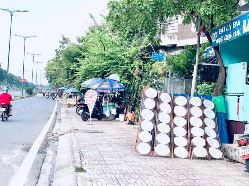 """Đường Phạm Văn Đồng: """"Đại lộ ẩm thực"""" giữa lòng Sài Gòn 12"""