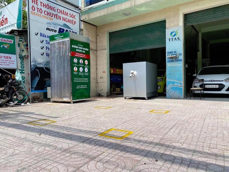 Điểm khử khuẩn và nhận gạo miễn phí bằng ATM Gạo tự động 35