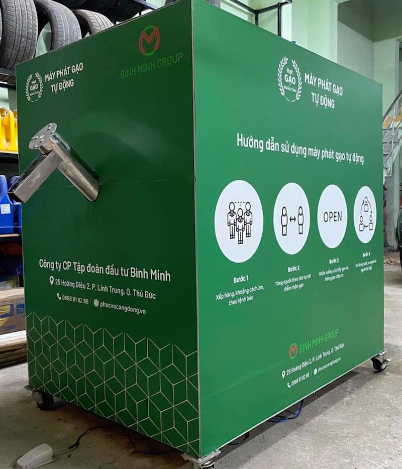 Điểm khử khuẩn và nhận gạo miễn phí bằng ATM Gạo tự động 29