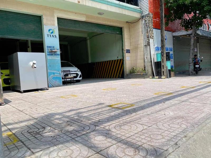 Điểm khử khuẩn và nhận gạo miễn phí bằng ATM Gạo tự động 34