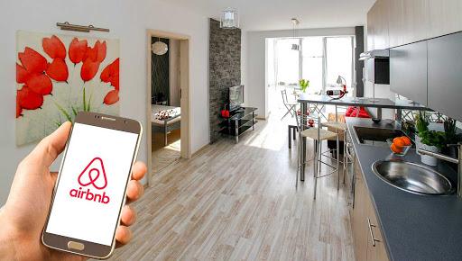 Airbnb là một startup với mô hình kết nối người cần thuê nhà, phòng nghỉ với những người có phòng cho thuê trên khắp thế giới thông qua ứng dụng di động. Nguồn ảnh: KTĐT