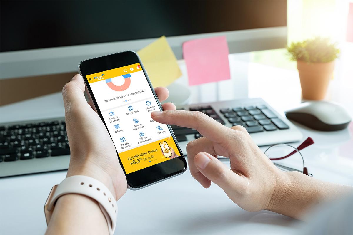 PVcomBank là nhà băng tặng lãi suất khủng nhất hiện nay khi cộng tới 0,3 % lãi suất cho khách hàng khi gửi tiết kiệm online