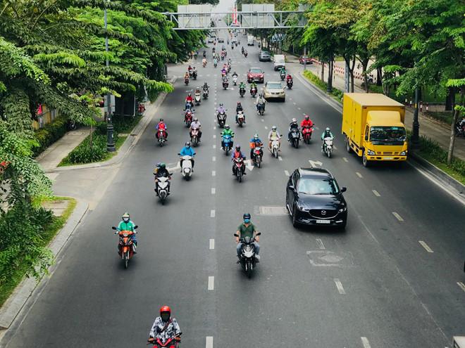 """Đường phố Sài Gòn dường như đang dần trở về đúng """"bản chất"""" trong thời gian cách ly toàn xã hội 55"""