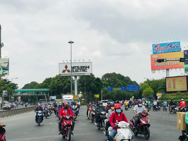"""Đường phố Sài Gòn dường như đang dần trở về đúng """"bản chất"""" trong thời gian cách ly toàn xã hội 54"""
