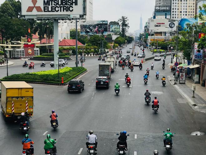 """Đường phố Sài Gòn dường như đang dần trở về đúng """"bản chất"""" trong thời gian cách ly toàn xã hội 53"""