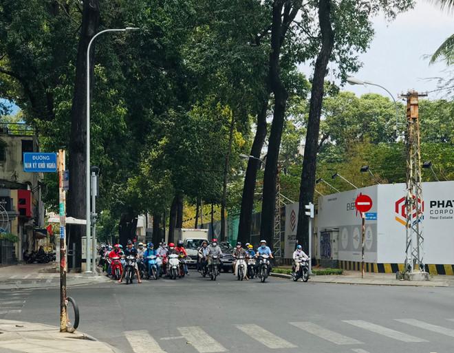 """Đường phố Sài Gòn dường như đang dần trở về đúng """"bản chất"""" trong thời gian cách ly toàn xã hội 51"""