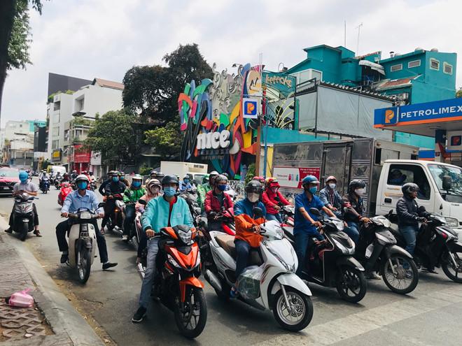 """Đường phố Sài Gòn dường như đang dần trở về đúng """"bản chất"""" trong thời gian cách ly toàn xã hội 50"""