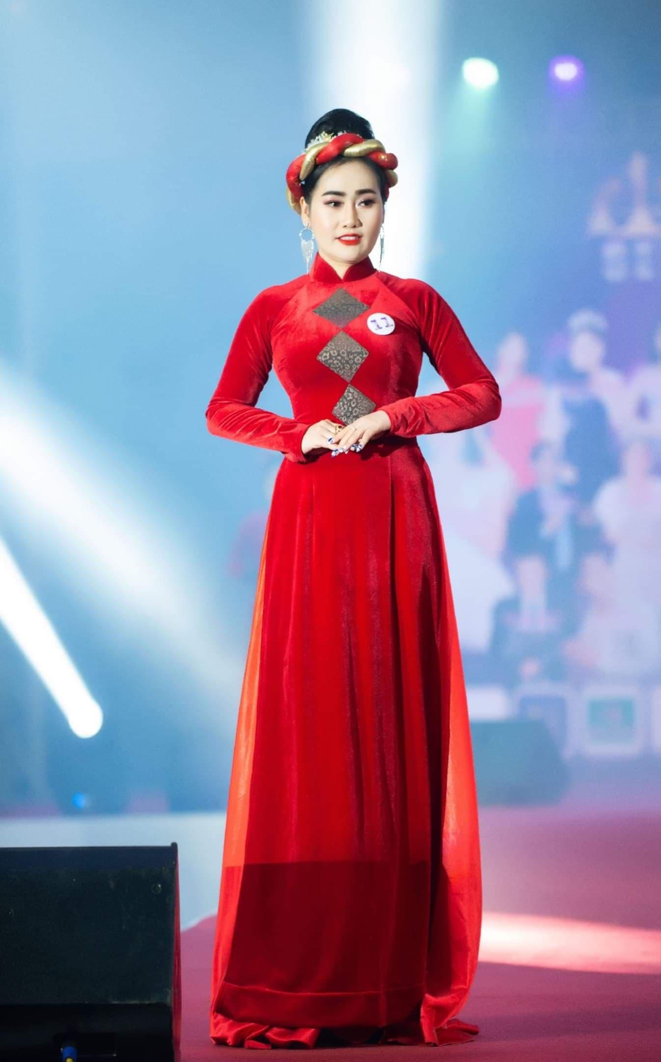 """Nữ hoàng doanh nhân Kim Ngân """"tiếp sức"""" 550 phần quà cho người nghèo 11"""