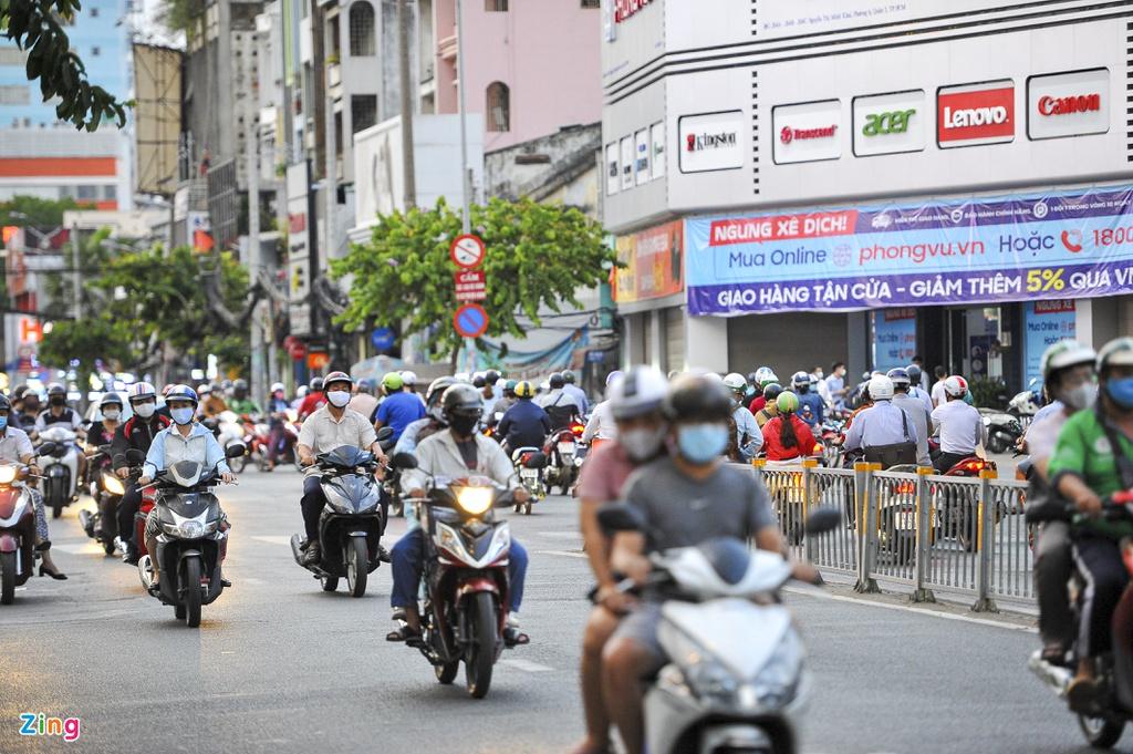 """Đường phố Sài Gòn dường như đang dần trở về đúng """"bản chất"""" trong thời gian cách ly toàn xã hội 46"""