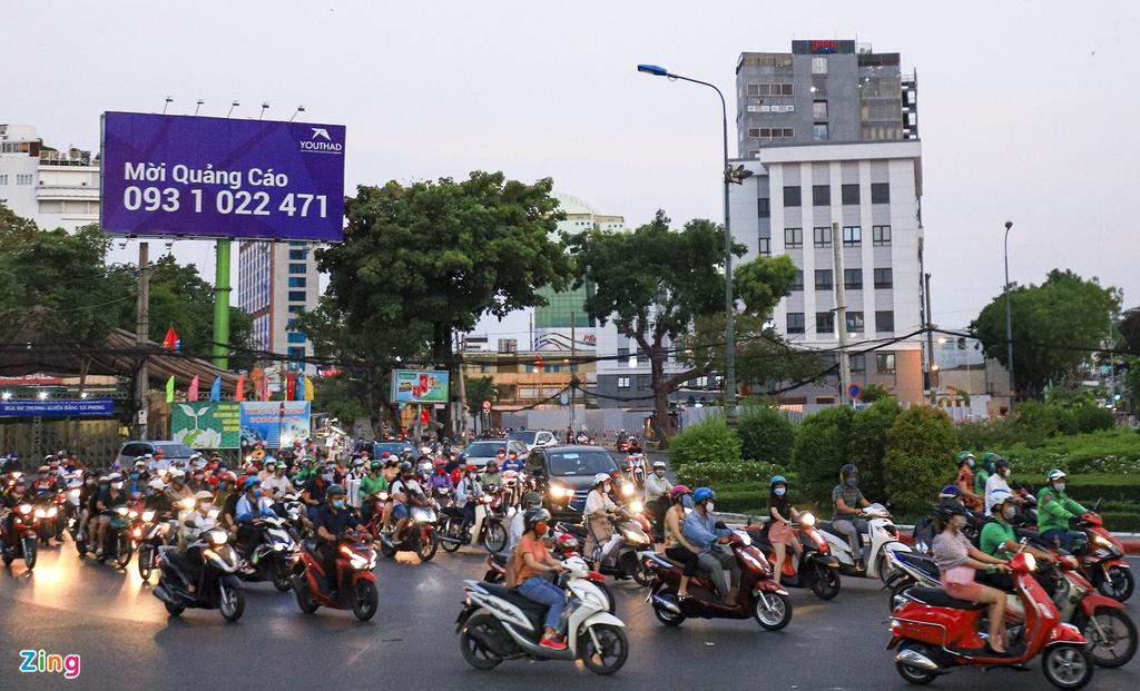 """Đường phố Sài Gòn dường như đang dần trở về đúng """"bản chất"""" trong thời gian cách ly toàn xã hội 48"""