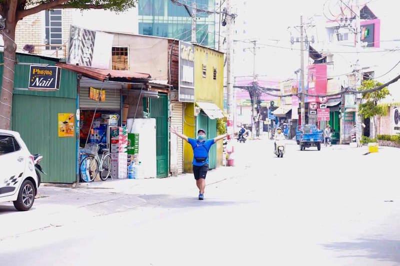 TPHCM: Một người đi bộ 15km đến nhận đúng 1,5kg gạo về cho người khuyết tật 8