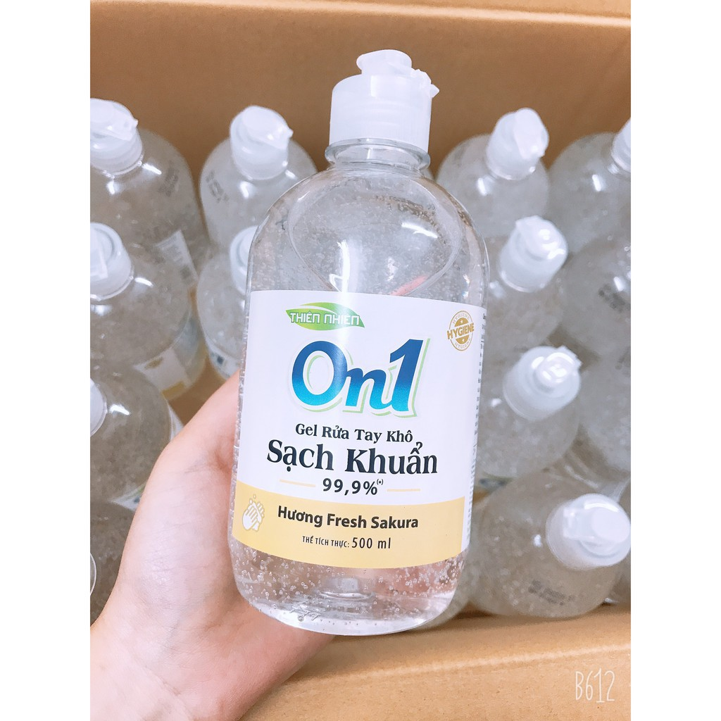 Đợt dịch này, Gel rửa tay khô On1 trở thành người bạn đồng hành không thể thiếu của mỗi gia đình. Sản phẩm này được bày bán khắp nơi với giá thành rẻ và chất lượng đảm bảo. Tuy nhiên, vẫn còn nhiều tranh cãi về vấn đề này.