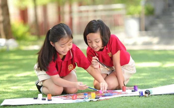 Giáo dục khai phóng hay nhân bản không còn là mục tiêu hàng đầu như quảng bá và PR nữa mà lợi nhuận hay doanh thu đã được đặt lên hàng đầu. Nguồn: Báo Phụ Nữ Việt Nam