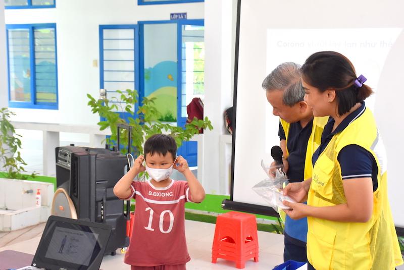 CapitaLand tặng bộ chăm sóc sức khỏe phòng chống COVID-19 cho hơn 1,400 em học sinh 3